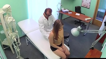 Amateur patient pussylicked before sucking dr