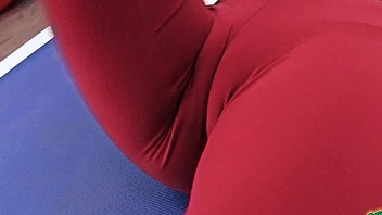 Amazing Cameltoe Puffy Cookie in Tight Yoga Pants. Round Ass too