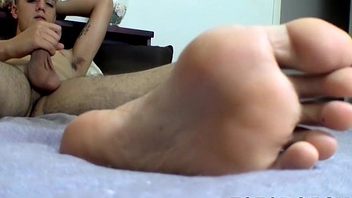 Leo jacks off and explode his creamy cum into his foot